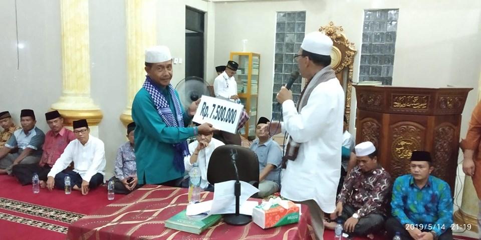 Bupati Hendrajoni mengajak masyarakat rekat tali persaudaraan  dan ramaikan masjid