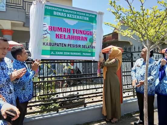 Ketua TP PKK Pesisir Selatan Resmikan Rumah Tunggu Ibu Hamil