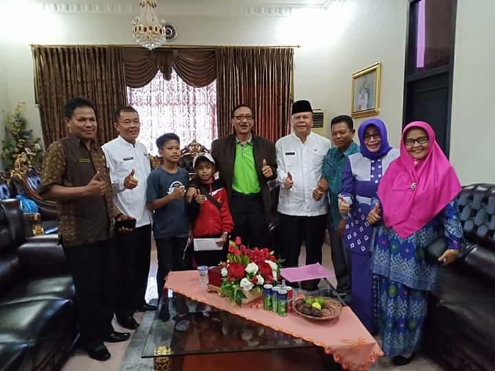 Bupati Lepas Dua Atlet Karate Mewakili Sumbar  Di Ajang O2SN Di Yogyakarta
