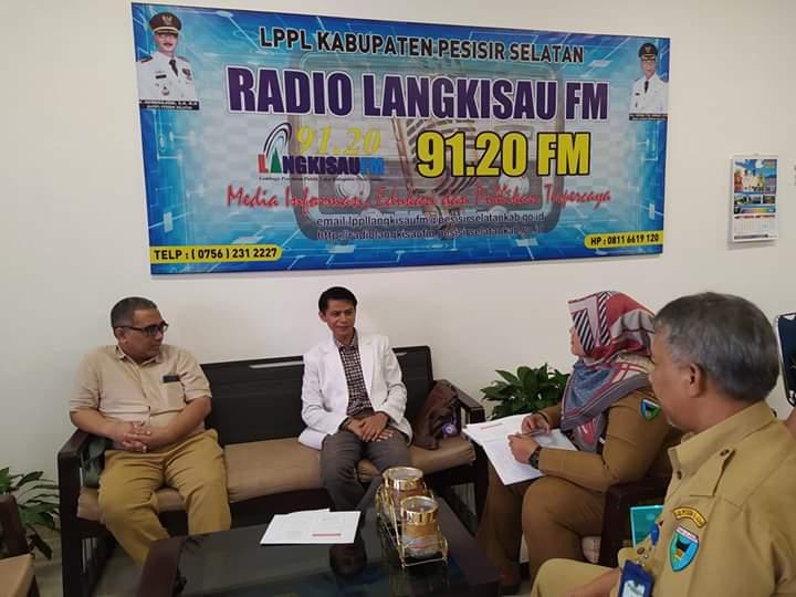 Dokter Spesialis Paru Sosialisasi Pencegahan Covid-19 Di Langkisau FM