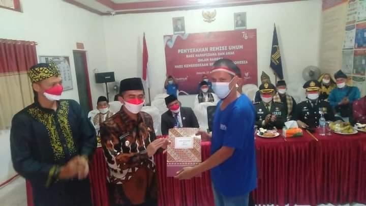 Wabup Rudi Hariyansyah Serahkan Remisi Pada Narapidana Di Rutan Kelas II B Painan