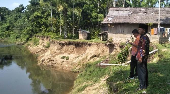 Foto_Salah_Satu_Sungai_Kritis_di_Pessel1.jpg
