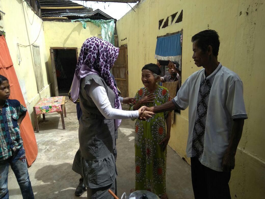 Hidup sebagai buruh tani, Indra Yeni(50) dan 3 orang hidup di tengah keterbatasan