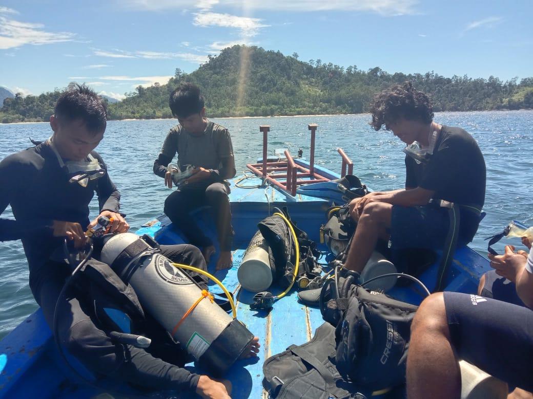 Pemuda Kawasan Mandeh Dilatih Menyelam