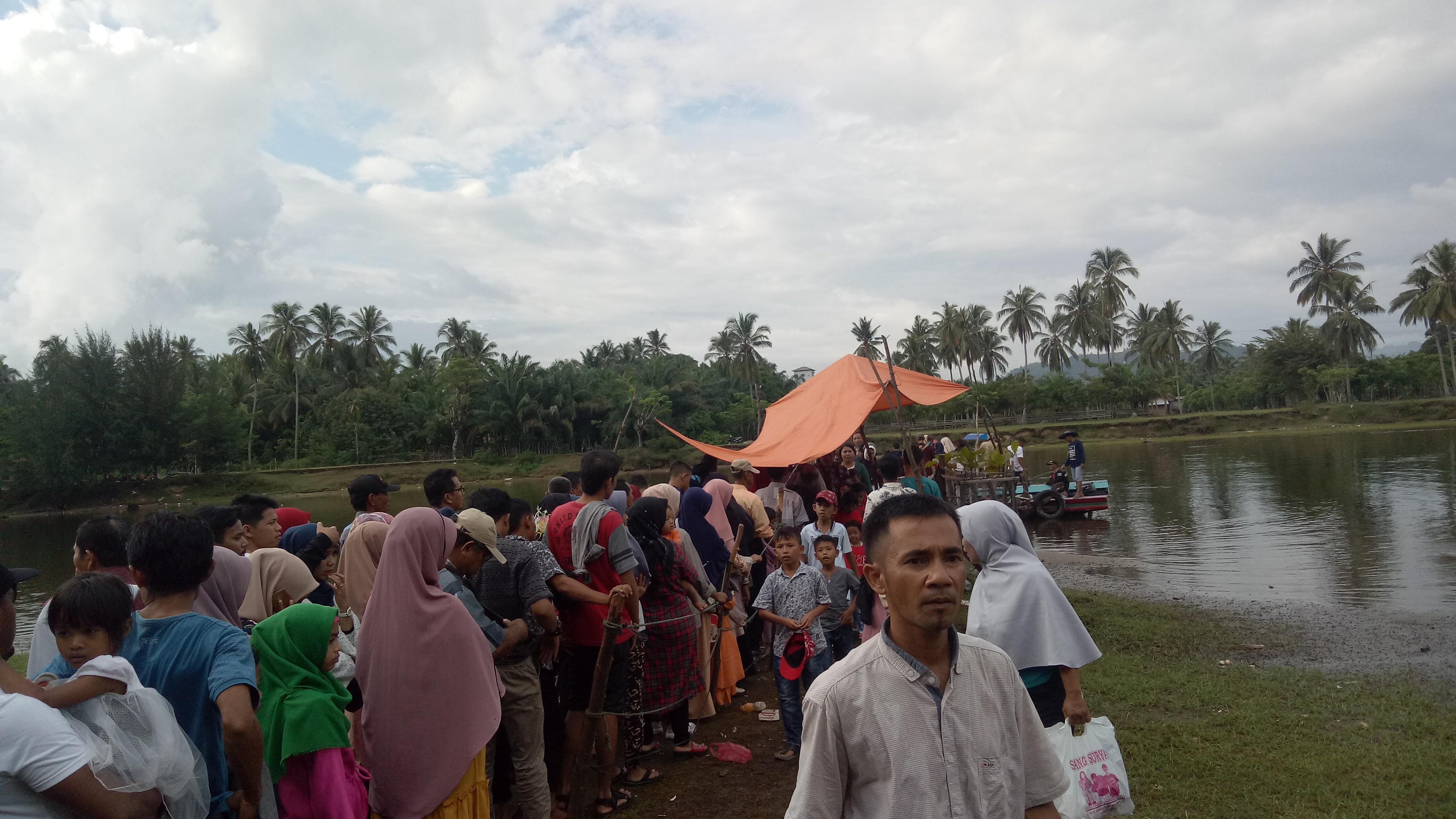 Hari Terakhir Libur Lebaran, Penangkaran Penyu Ampiang Parak Diserbu Ribuan Pengunjung