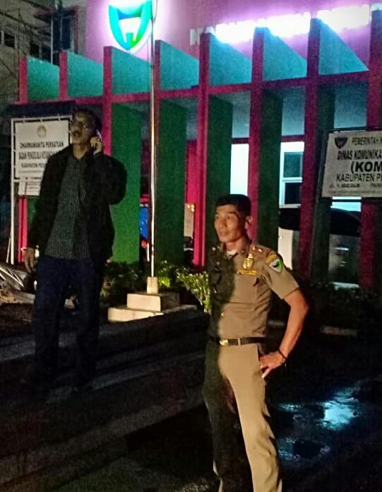 Bupati Pessel Kerahkan Personel Pol PP Amankan Sisa Kayu yang Ditemukan di Lengayang