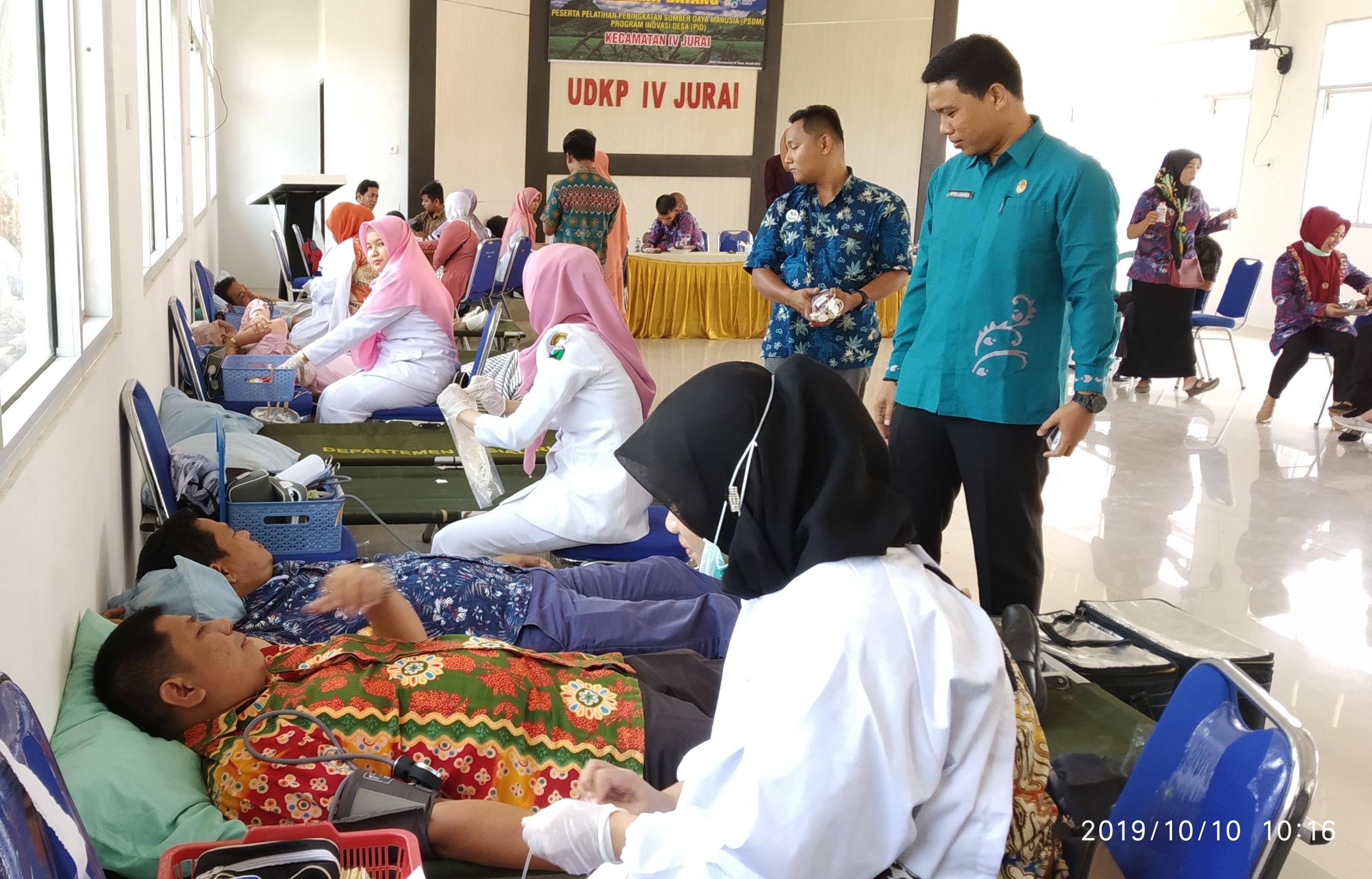 Pemerintah Kecamatan IV Jurai Pessel menggelar kegiatan  donor darah untuk membantu masyarakat