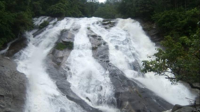 Panorama Air Terjun Bayang Sani Selain Sejuk Airnya Juga Memiliki Segudang Sejarah