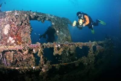 Bangkai Kapal MV Boelongan Nederland Di Kawasan Mandeh Spot Menarik Untuk Pecinta Selam